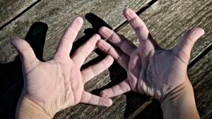 """De ce mi s-au """"zbârcit"""" degetele"""